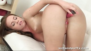 Solo beauty fucks her hot box with a toy